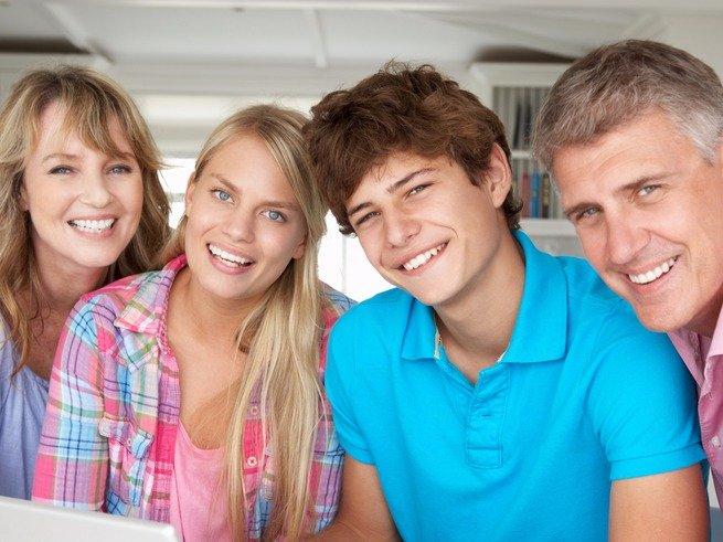 Друг или родитель: кем нам быть для подростка?
