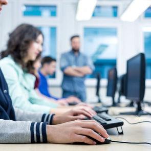 Школьников приобщают к программированию при помощи онлайн-тренажёра
