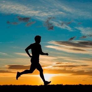 Десятимесячный малыш стал участником марафонского забега