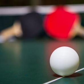 Видео: акушерка изобразила роды с помощью... шарика и мячика для пинг-понга