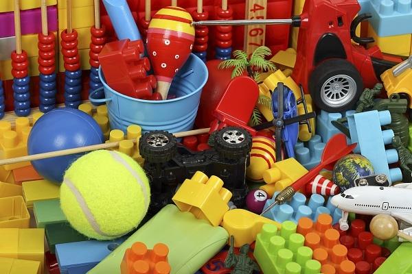 Если детские игрушки мешают, их надо выбросить