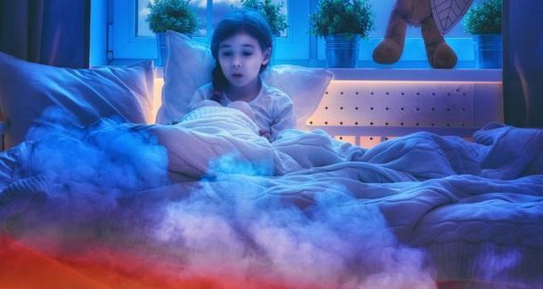 Ребёнок боится темноты: как справиться со страхом