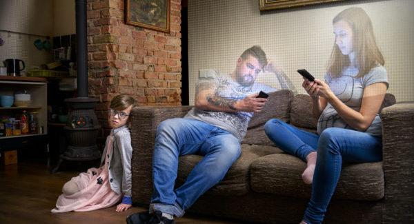ФОТО: как гаджеты разрушают семьи