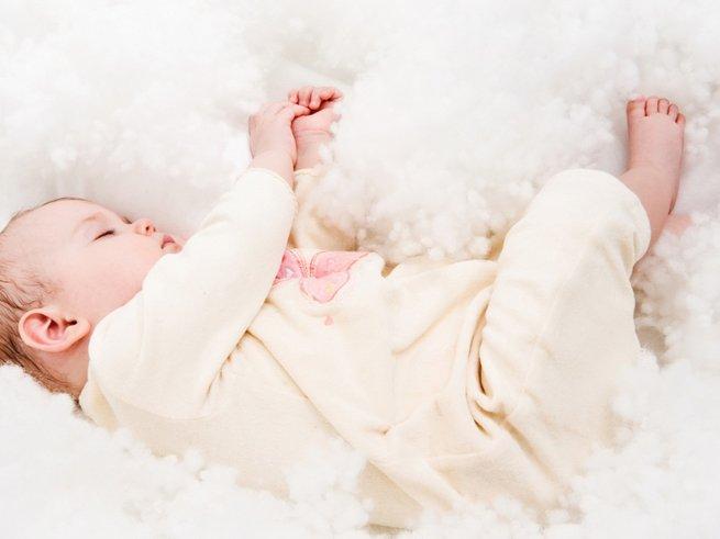 Что делать, если у ребенка понос и колики  в 3 месяца