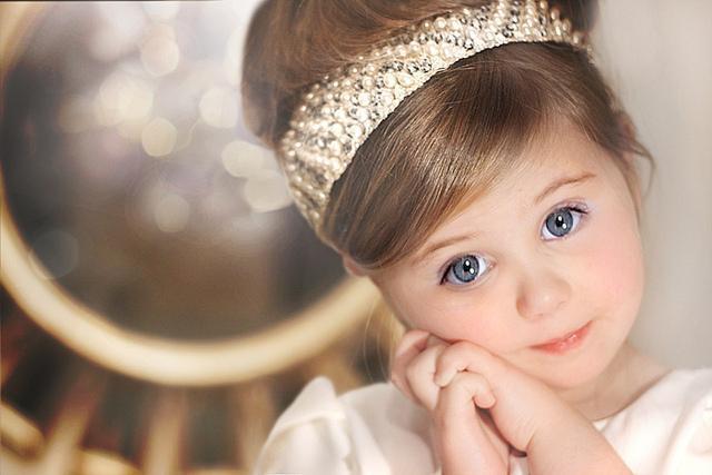 Девочкам не следует слишком часто играть в принцесс