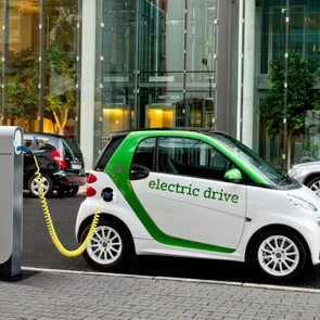 Школьники создали аккумулятор, удешевляющий электромобиль на 50%