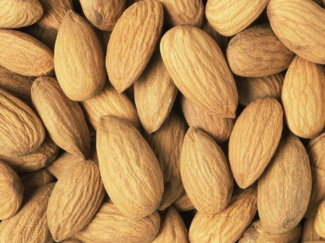 Какие полезные витамины содержит миндаль?