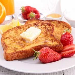 Тосты на завтрак: 5 простых и вкусных рецептов