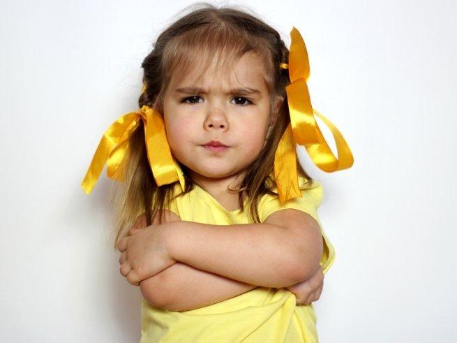 Упрямый ребёнок: как вести себя маме?