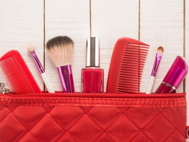 Как обновить косметичку к весне: правила ухода