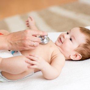 Каких врачей проходить с новорождённым?