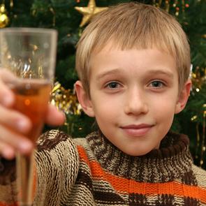 Онищенко: детское шампанское - первый шаг к алкоголизму