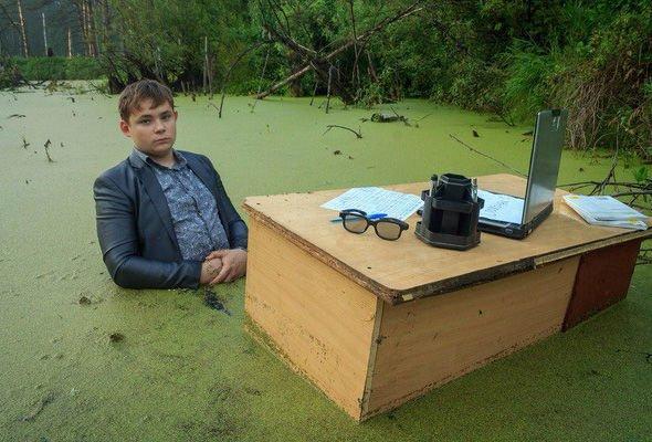 Челябинский школьник устроил фотосессию в болоте