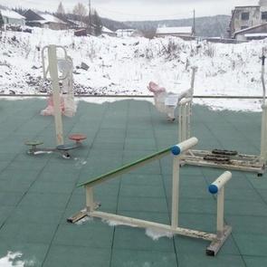Кемеровские чиновники благоустроили детскую площадку в фотошопе