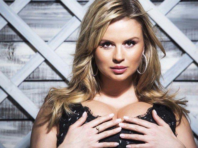 Анна Семенович проговорилась, что она замужем