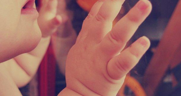 Как вытащить занозу у ребенка из пальца