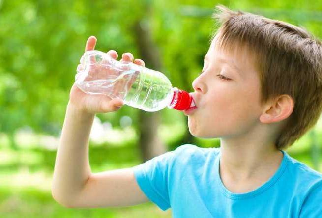 Экспертиза  нашла  ртуть и микробы в воде для детей