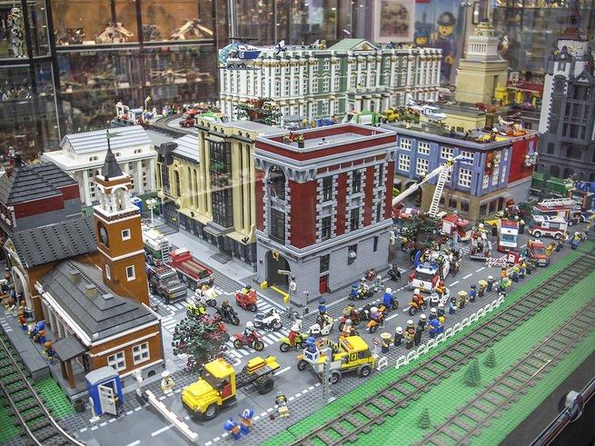 В Музее LEGO построили целый город