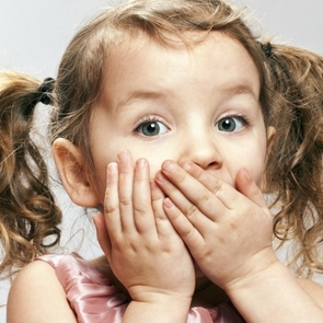 Таблица: 10 причин неприятного запаха изо рта у ребёнка