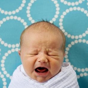 Почему он плачет: переводчик для неопытных мам
