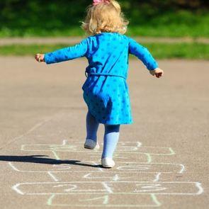 5 игр из нашего детства, которым вы должны научить своего ребенка