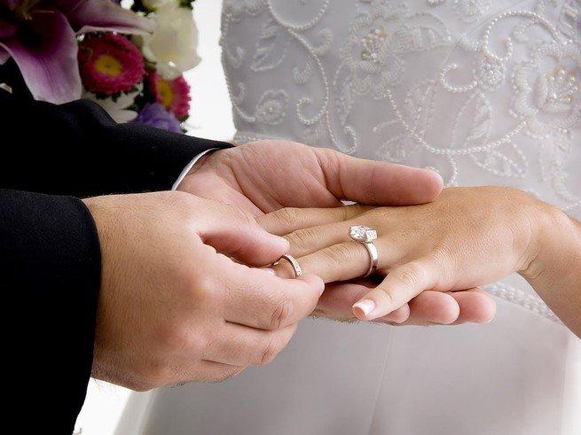 Дети чувствуют себя увереннее, если родители официально женаты