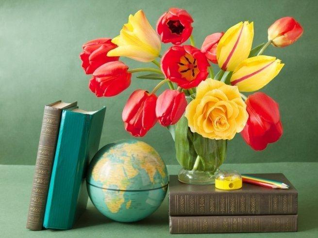 Что подарить педагогу на День учителя?