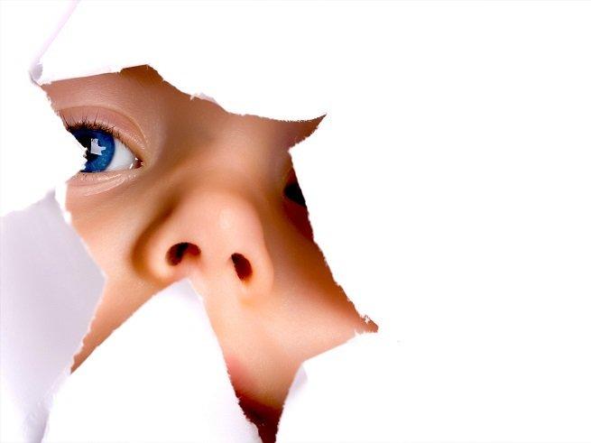 Ребенок ест бумагу – что делать