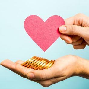 7 привычек, которые мешают нам откладывать деньги
