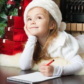 Почему может быть опасна вера в Деда Мороза