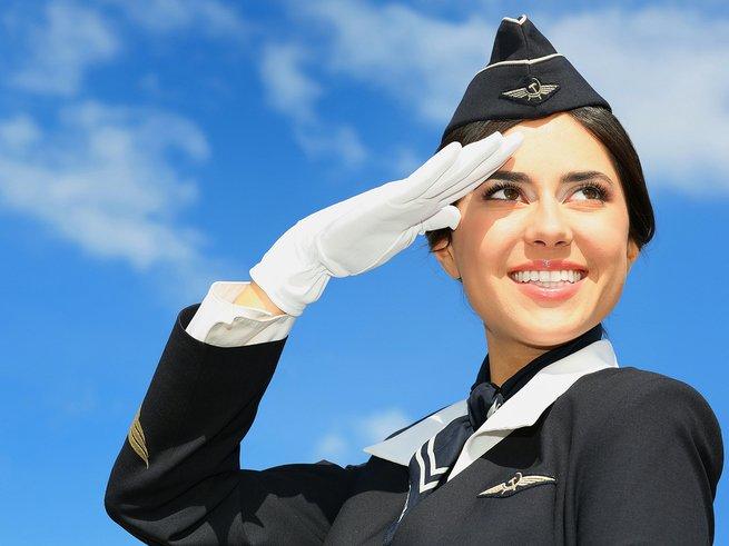 Учёные объяснили, почему бизнесмены влюбляются в стюардесс