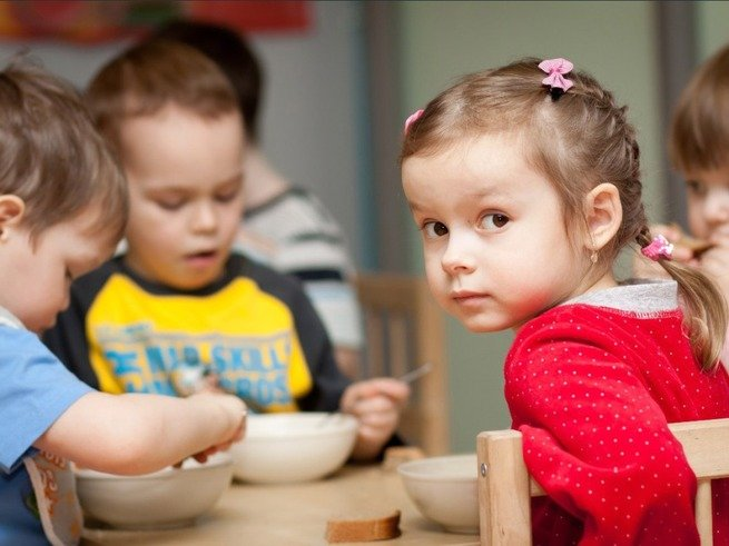 В детсад без прописки:  что говорит закон