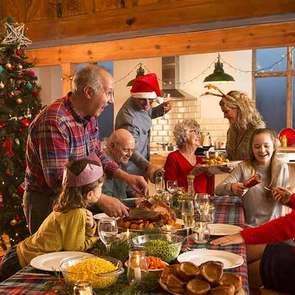 Тряпичный человечек, рождественское полено и ночные пробежки: новогодние традиции из разных стран
