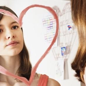 Ребёнок считает себя некрасивым: как переубедить его в этом