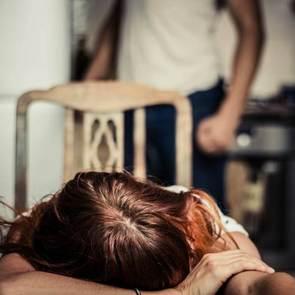 10 признаков насилия в семье
