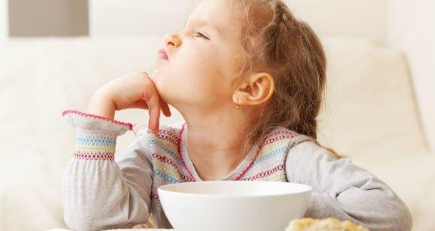 Ребёнок не ест в саду: как быть?