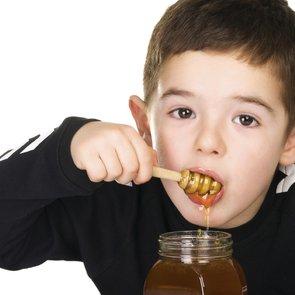 С какого возраста можно давать ребёнку мёд?