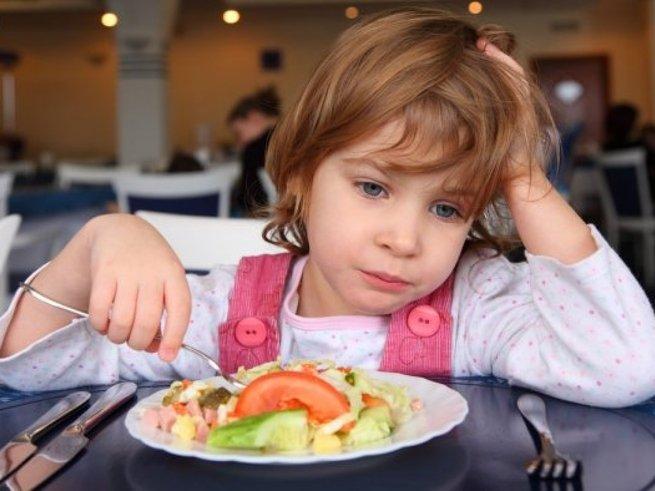 В школах и детских садах Новосибирска детей кормят суррогатом