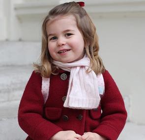 Королевская семья представила новые фотографии принцессы Шарлотты