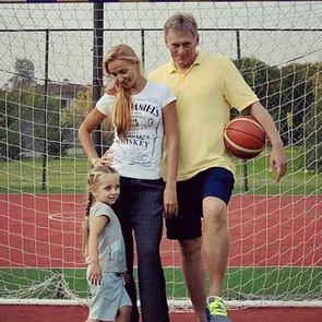 Татьяна Навка и Дмитрий Песков собрали семейную футбольную команду