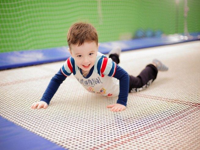 Упражнения на батуте для детей