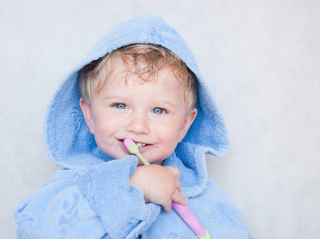 Как правильно чистить зубы малышу: пошаговая инструкция