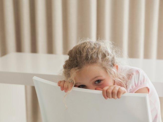 Нужно ли бороться с застенчивостью ребёнка?