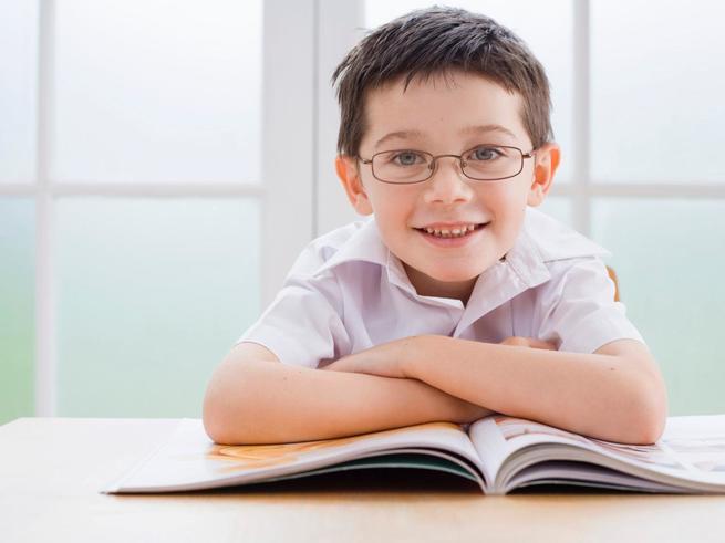 Врачи назвали главную причину близорукости у детей