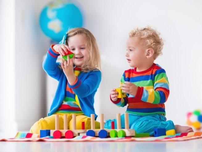 Разнополые дети: выбираем универсальные игрушки