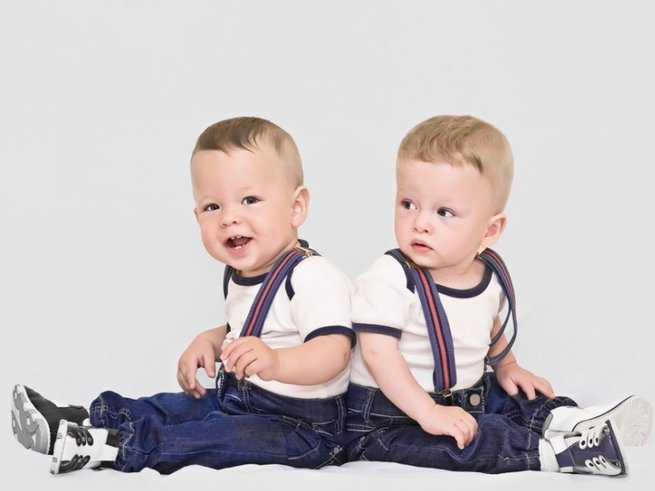 Отчаявшиеся родители сделали близнецам татуировку