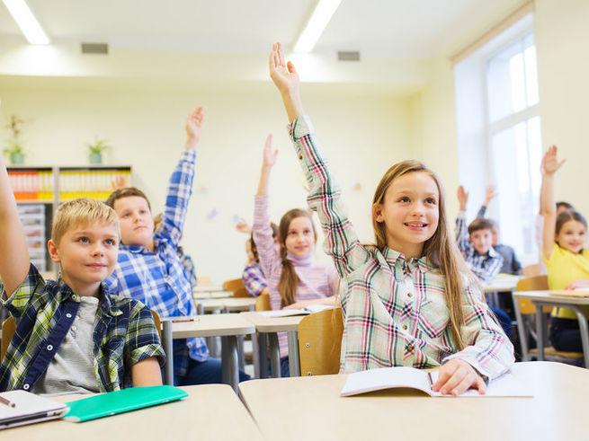 Девочки положительно влияют на рост успеваемости одноклассников
