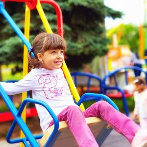 Психологи: Современные детские площадки слишком безопасные