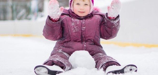 Как научить ребёнка кататься на коньках: осваиваем первые шаги