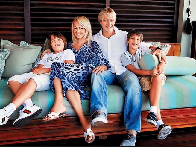 Рудковская и Плющенко отправились с детьми на Мальдивы
